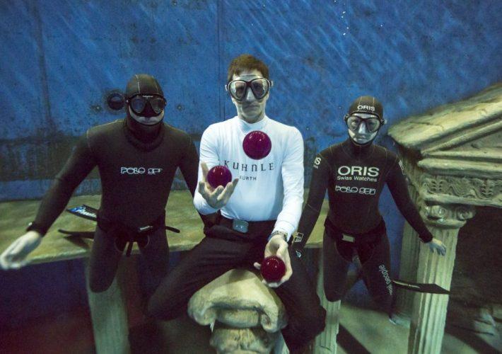 Unterwasser Jonglage
